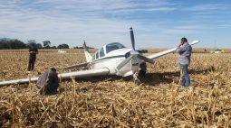 Avião faz pouso forçado em área rural de Cascavel (PR)