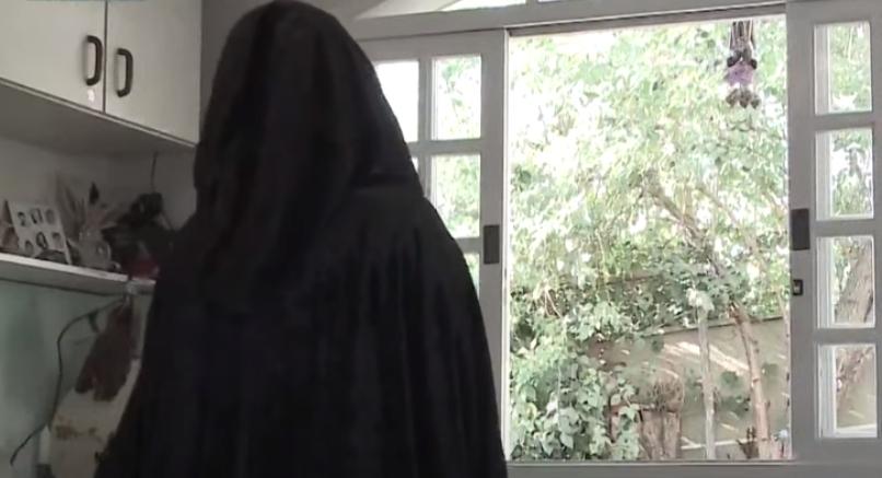 Bruxa dá aulas de bruxaria para mulheres em Curitiba
