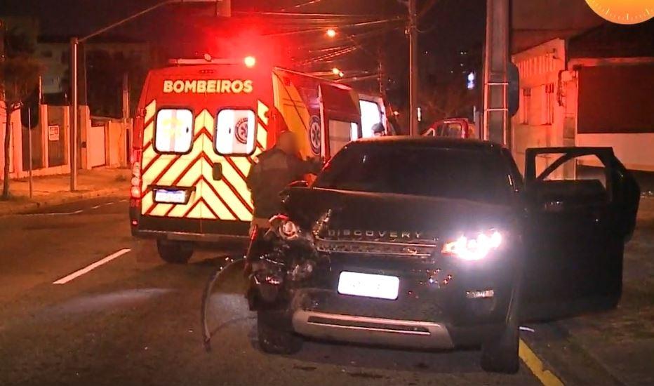 Funcionário embriagado pega caminhonete de luxo do patrão, causa acidente e acaba preso em Curitiba