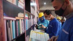 Canteiros de obras em Londrina ganham kits de livros para promover leitura