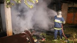 Jovem improvisa aquecedor e incendeia a própria casa em Ponta Grossa