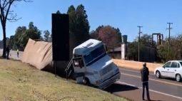 Em 24h, dois acidentes envolvendo carretas são registrados na BR-277, no Oeste