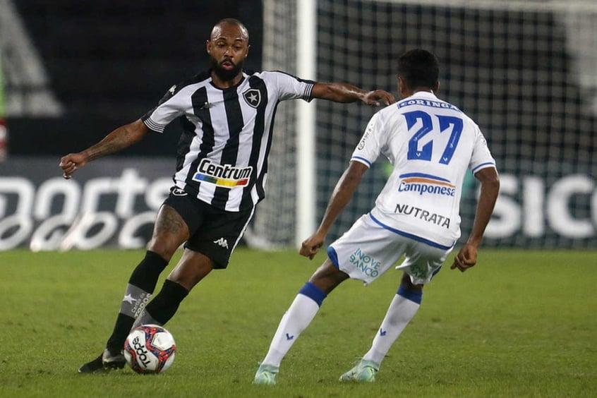 Auxiliar do Botafogo rasga elogios ao meia Chay por jogo contra o CSA