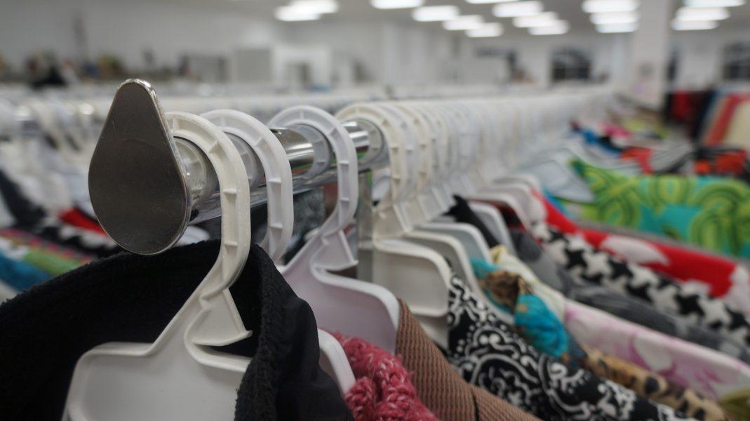 Roupas, perfumes e eletrônicos são opções do Bazar do Chute para o Futuro