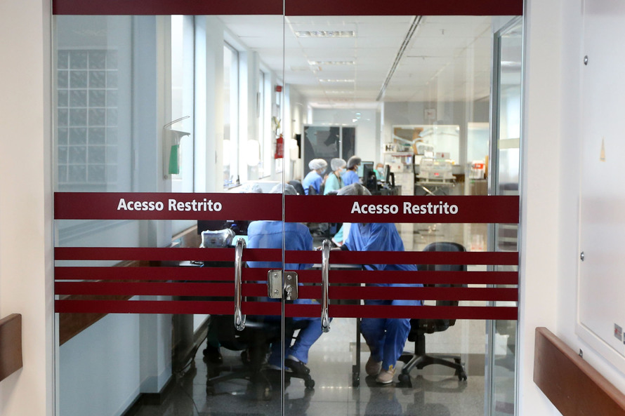Paraná confirma 2.430 novos casos de Covid-19 e mais 96 óbitos pela doença