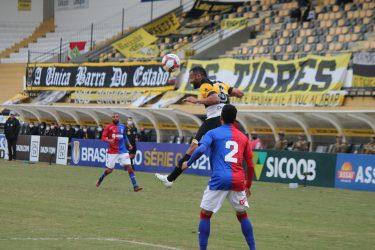 Paraná perde para o Criciúma e retorna para a zona de rebaixamento