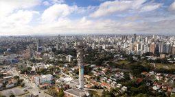 Curitiba libera eventos com até 300 pessoas e acaba com o toque de recolher