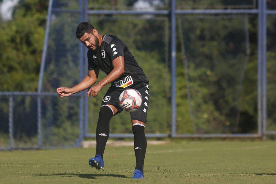 Luis Oyama e Barreto viram problemas para Chamusca no Botafogo