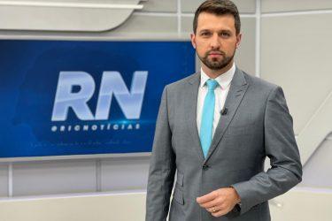 Ônibus desgovernado e avião em plantação são destaques do RIC Notícias desta sexta (30)