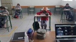 Baixa adesão de alunos ao ensino presencial gera afastamento de diretores de escolas estaduais, diz APP sindicato