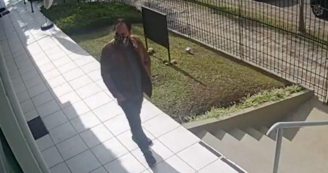 Homem que estuprou funcionária em loja do centro de Curitiba rondou o local antes de cometer o crime