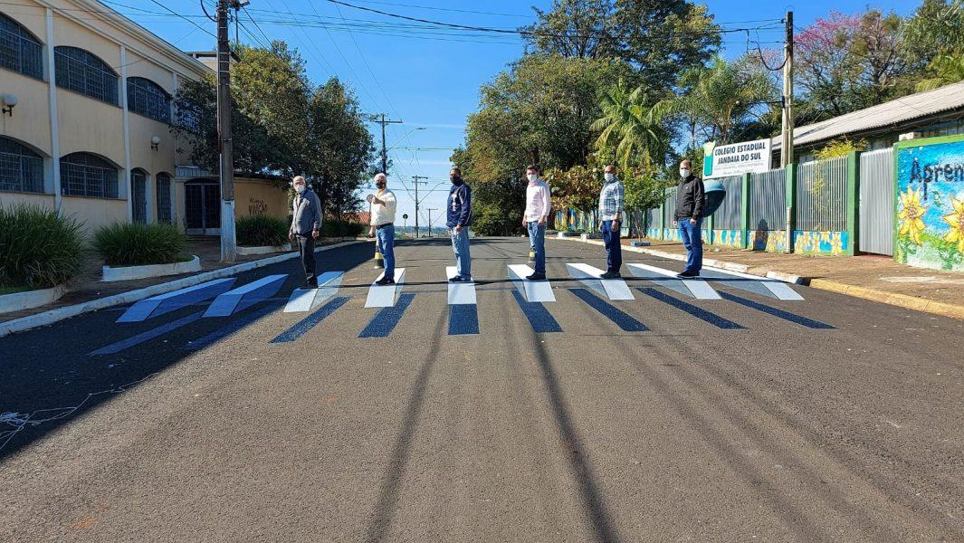 Prefeitura do interior do Paraná pinta faixa de pedestre em 3D; veja imagens