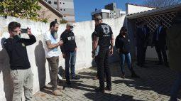 Polícia realiza reconstituição dos assassinatos dos pais que foram mortos pelo filho, em Curitiba