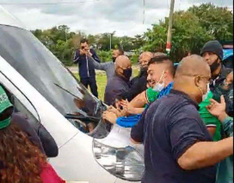 Protesto de organizada deixa clima tenso no Fluminense