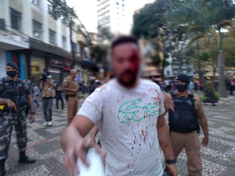 """Homem fica ferido após confusão em manifestação """"Fora, Bolsonaro"""", em Londrina"""