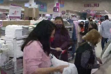 Previsão de frio intenso lota lojas de cobertores e edredons
