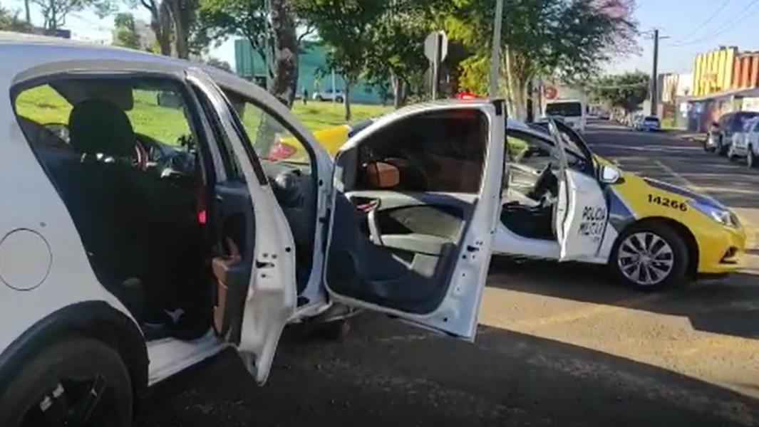 Dois homens são presos por furtarem estepe de carro na Av. Duque de Caxias, em Londrina