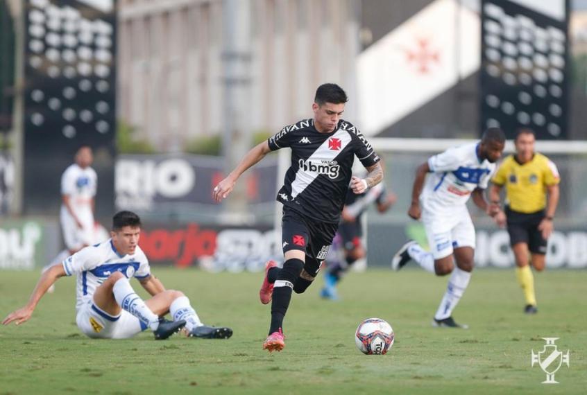 Gabriel Pec mostra otimismo para confronto do Vasco contra o Coritiba
