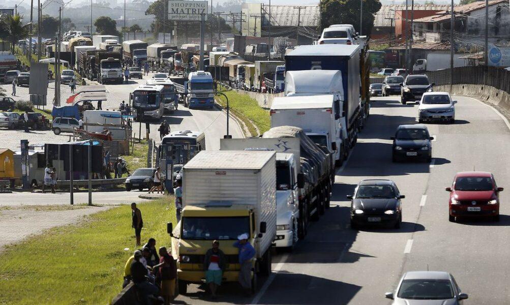 Caminhoneiros convocam protestos para o próximo domingo (25)