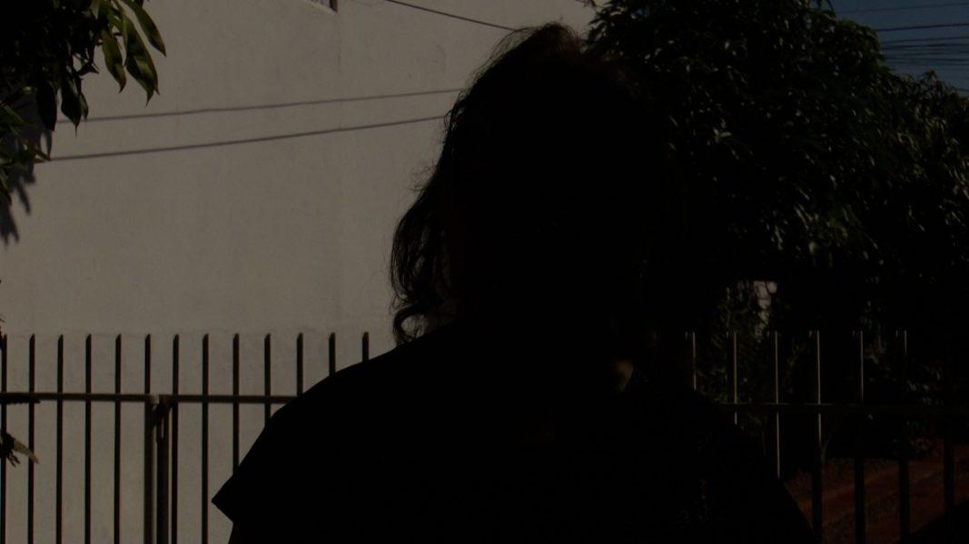 """""""Eu vou te matar agora, se não tiver dinheiro"""", relata idosa feita refém em roubo"""