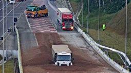 Vídeo: Motorista realiza manobra impressionante para desviar de caminhões em área de escape e evita tragédia