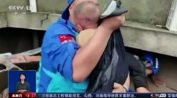 VÍDEO: Bebê de três meses é resgatado com vida de escombros após desabamento