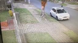 Idoso é preso suspeito de incendiar carro no bairro Água Verde, em Curitiba