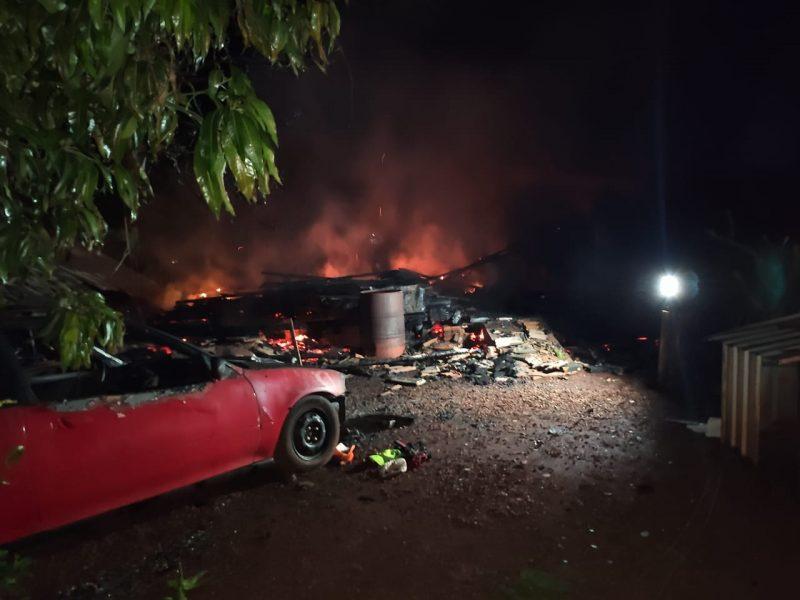 Casa é consumida pelas chamas em Marechal C. Rondon