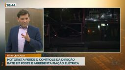 Motorista perde o controle da direção bate em poste e arrebenta fiação elétrica no Sítio Cercado