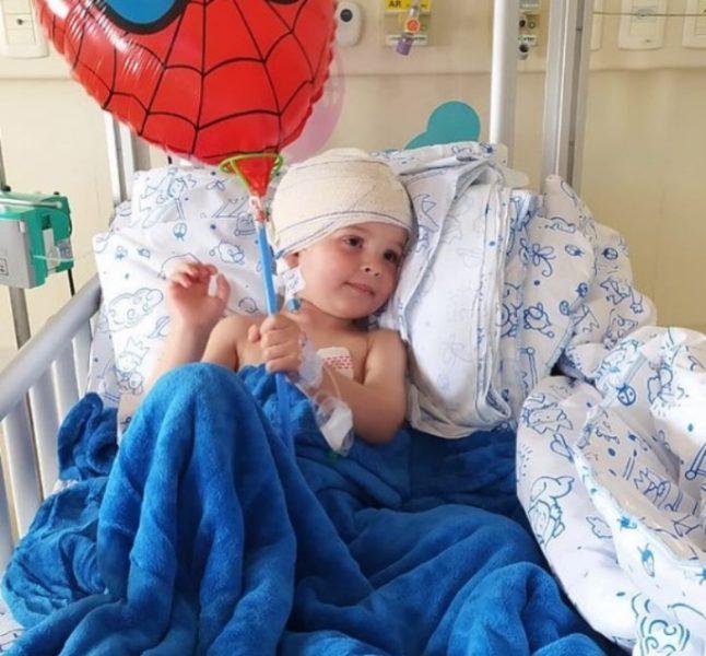 Menino de 2 anos é diagnosticado com câncer raro e família pede ajuda nas redes sociais