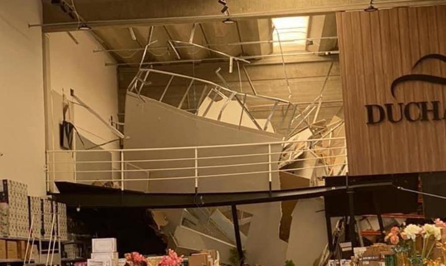 Mezanino de loja desaba e deixa feridos em shopping em Alphaville (SP)
