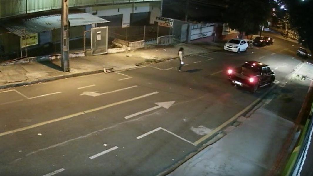 Natasha, travesti morta em Londrina (PR), teria sido assassinada por vingança, explica delegado