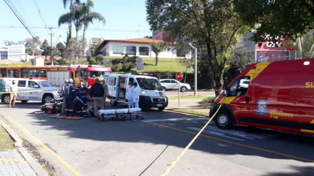 Motociclista morre ao ser atingida por caminhão no Centro Cívico, em Curitiba