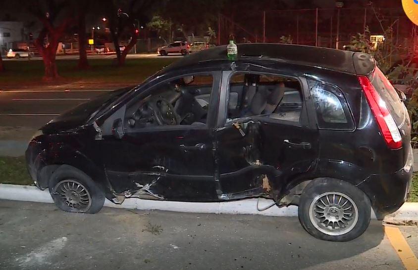 Vídeo: Motorista é ejetado de veículo após acidente com moto na Vila Guaíra, em Curitiba