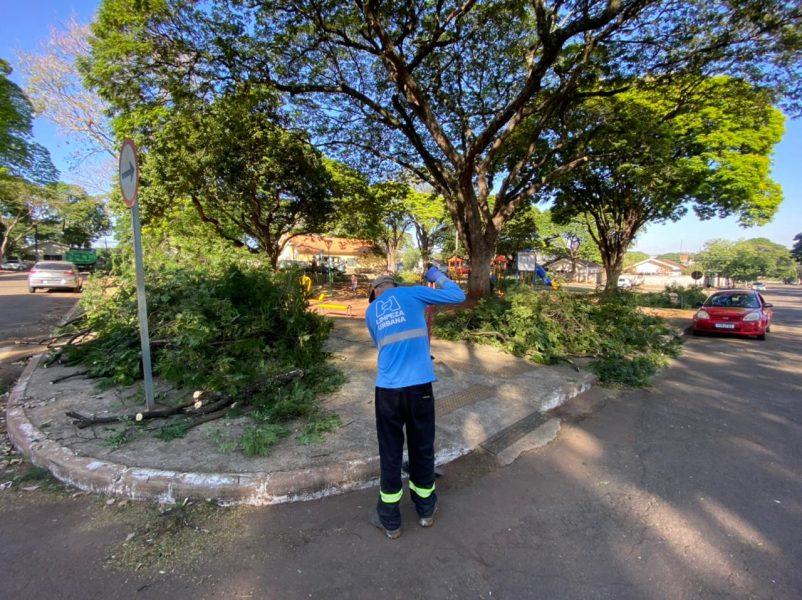Prefeitura faz mutirão de limpeza na zona Norte de Maringá