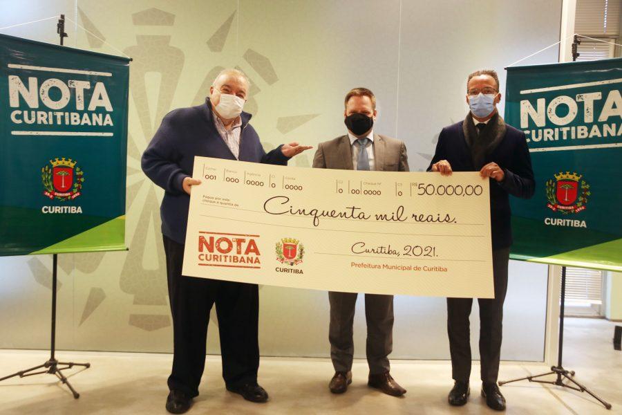 Nota Curitibana premia engenheira, médico e contador