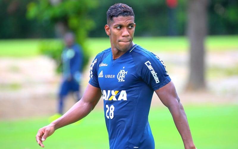 Ex-Flamengo, Orlando Berrío é contratado pelo América-MG