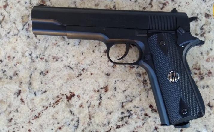 Homem é preso com arma falsa dentro de shopping em Paranavaí