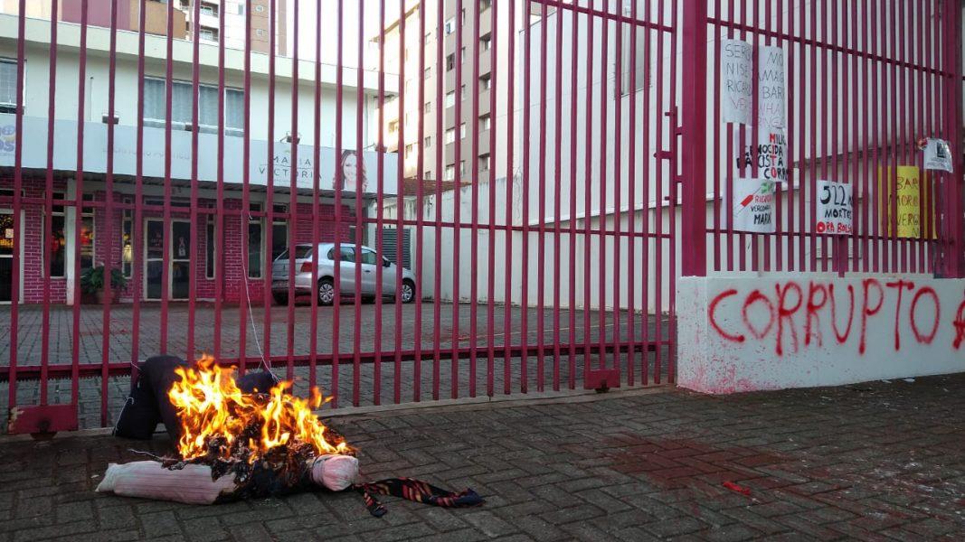 Deputado Ricardo Barros registra B.O. contra organizadores de protesto, em Maringá (PR)