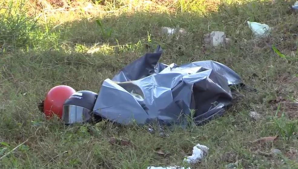 Idoso é considerado morto e, com o corpo já no saco plástico, se mexe e é salvo por repórter