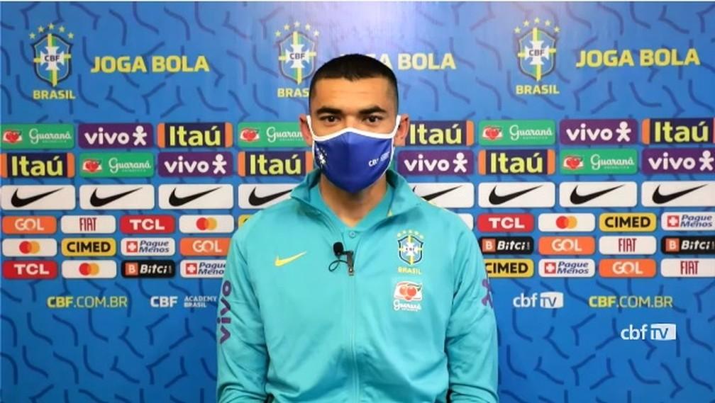 """Santos comenta comparações com Weverton nas Olimpíadas: """"Espero traçar o mesmo caminho"""""""