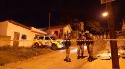 Suspeito de assaltar posto de combustíveis é morto em confronto com a PM horas depois, em Campo Largo