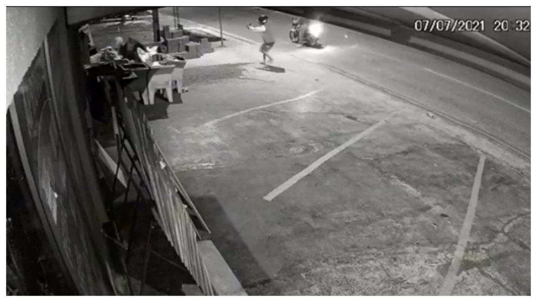 Homem é ferido por vários tiros em Cascavel, câmera flagrou o crime