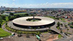 Bisneto de Oscar Niemeyer visita Terminal Rodoviário de Londrina, projeto assinado pelo arquiteto