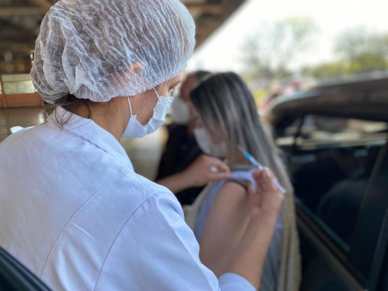 Pessoas a partir dos 39 anos podem receber a vacina da Covid-19 nesta quarta-feira (14), em Cambé