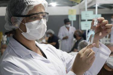 Covid-19: Curitiba vacina nascidos em 1986 e 1987 na segunda (2); 31 mil deverão tomar a segunda dose