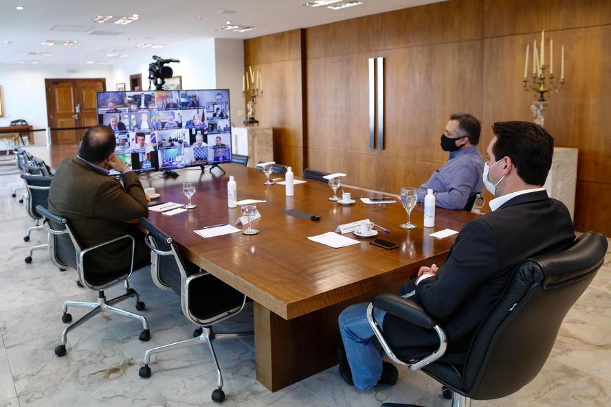 Paraná receberá lote extra com 90 mil vacinas contra a Covid-19 para região da fronteira