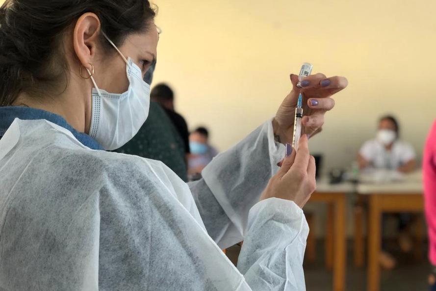 Covid-19: 4,5 milhões de paranaenses já tomaram a primeira dose ou a dose única da vacina