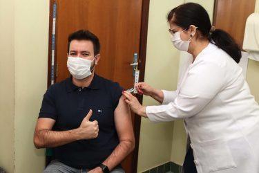 Vacinação em Foz do Iguaçu já atende 70% da população adulta