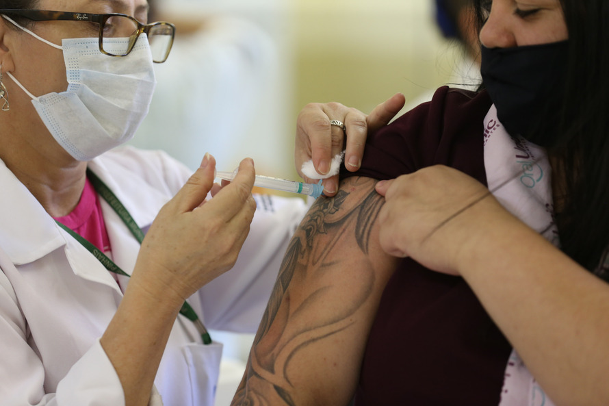 Prefeitura de Maringá divulga lista de vacinados contra Covid; veja